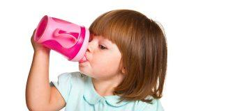 Find out the best way to transition form a bottle or breastfeeding to a sippy cup! It can seem daunting, but have no fear! Follow these easy tips.