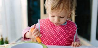 How Much Should My Toddler Be Eating? Let's start by saying toddlers are amazing at self-regulating. Children are the best judges for when they are full.