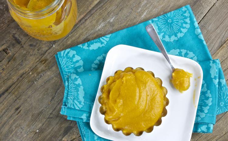 Homemade Baby Food Purees-Persimmon Cinnamon and Vanilla Puree. A super fun and unique fall flavor!