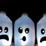 Milk Jug Halloween Decorations made of used milk jugs. How cute is this idea for Halloween? Love it! So easy to make. Watch the video to learn how.