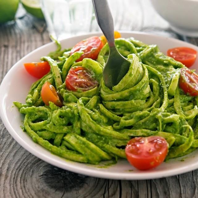 Creamy Avocado Spinach Pesto Zoodles