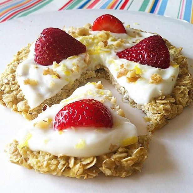 Strawberry Lemon Cream Pie Breakfast Pizza