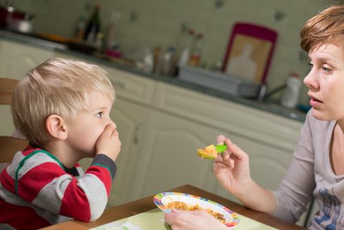 How a parent can overcome picky eating with these simple methods. This is a must pin. #parenting