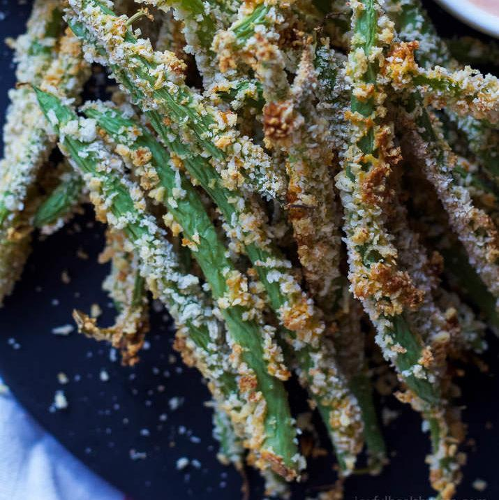 Crispy Baked Green Bean Fries With Sriracha Sauce