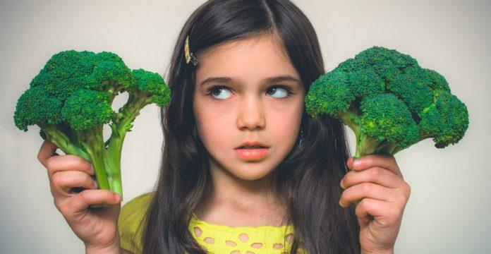 Getting your kids to eat healthy food is absolutely possible. Read to learn the 10 tips to fight the veggies battle with your kids.
