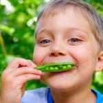 kids-eating-peas