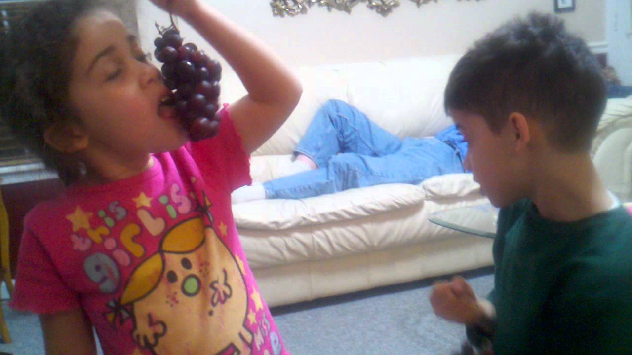 How to Get Kids to Eat Healthier Series: Kids Eating Grapes