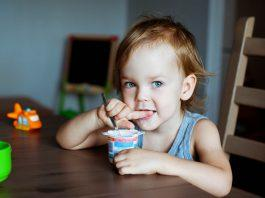 What to do if your child is overeating? Why is he always hungry? There are many possible reasons why your child is always hungry. Find out why here!