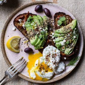 mediterranean-inspired-avocado-toast-with-pistachio-dukkah
