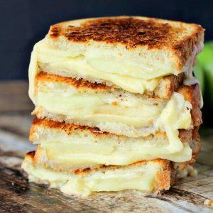 apple-gouda-grilled-cheese_thumb