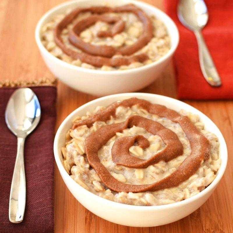 Cinnamon Roll Overnight Oatmeal with No-Cook Option