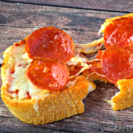Quick And Easy Texas Toast Pizza