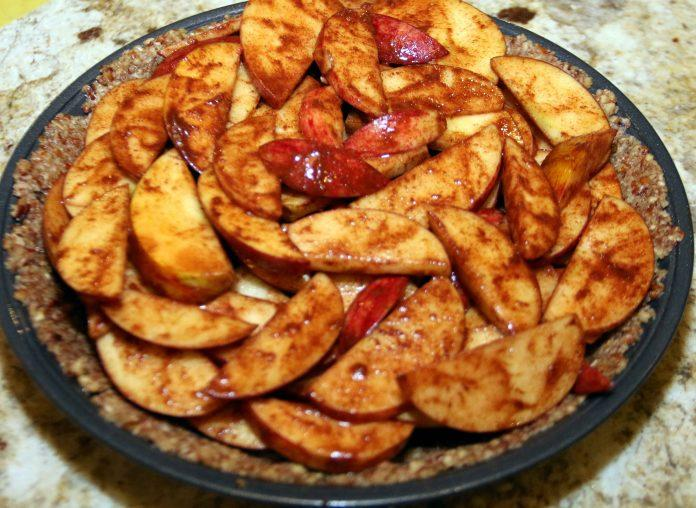 If you're looking for a healthier alternative to the traditional apple pie without all the added sugar, this is your new recipe. A yummy, healthy apple pie.