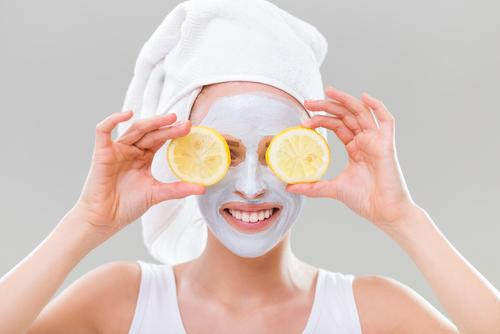Fresh lemon cures acne with this natural skin care solution
